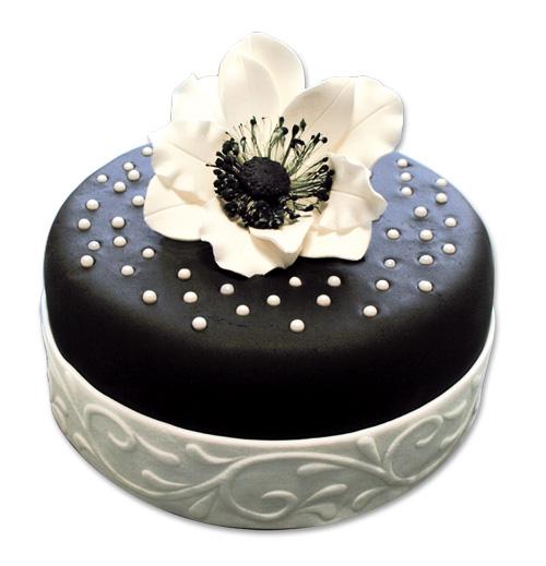 Un g teau fleuri en p te sucre cerfdellier le blog for Decoration gateau pate a sucre