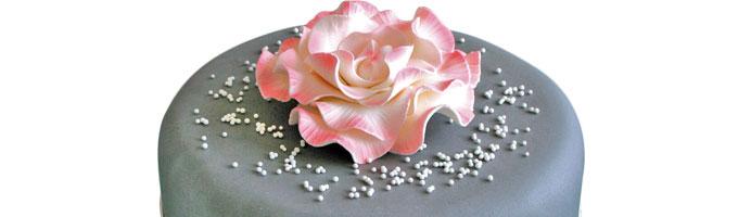 Un Gateau Fleuri En Pate A Sucre Cerfdellier Le Blog