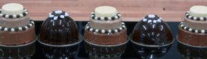 Décorer les desserts grâce au nappage coulé