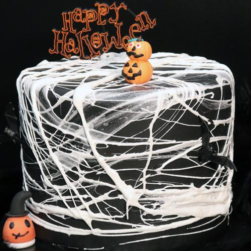 Cake design –  Effet toile d'araignée en chamallows