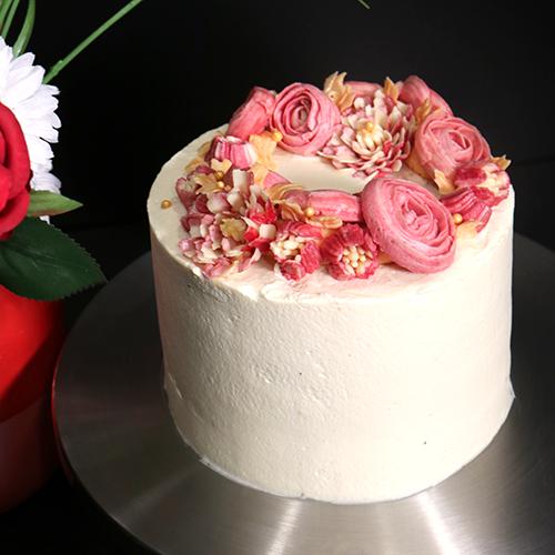 Layer cake fleuri au chocolat blanc